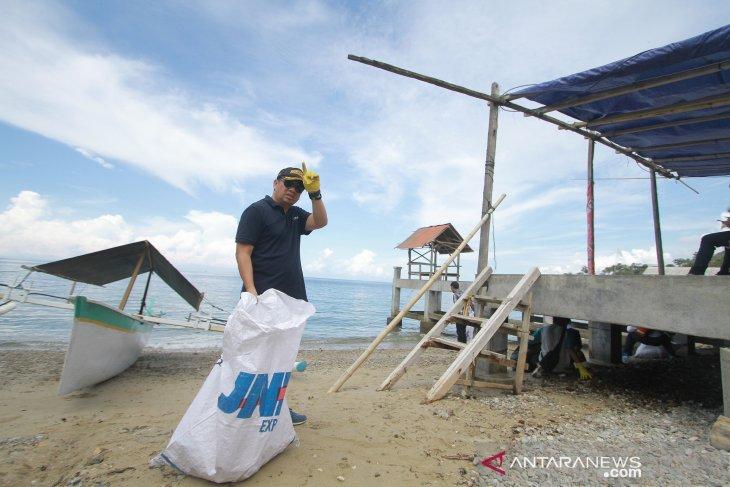 Bupati Bone Bolango ajak warga jaga dan lindungi hiu paus