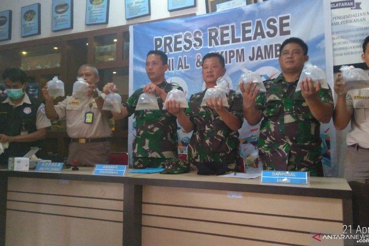 Lanal Palembang gagalkan penyelundupan benih lobster