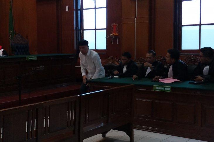 Di Pengadilan Surabaya, Ahmad Dhani dituntut 1,5 tahun penjara