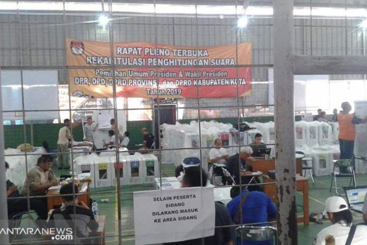 Rapat pleno perhitungan suara KPU Kota Sukabumi diperkirakan molor