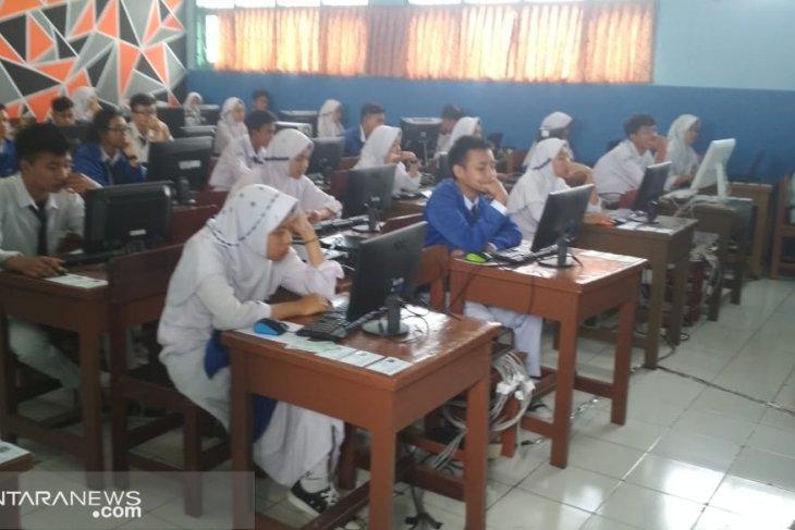 Baru tiga SMP di Kota Sukabumi melaksanakan UNBK mandiri