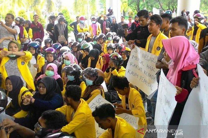 Tolak PT EMM, ratusan mahasiswa gelar demo ke Kantor Bupati Nagan Raya