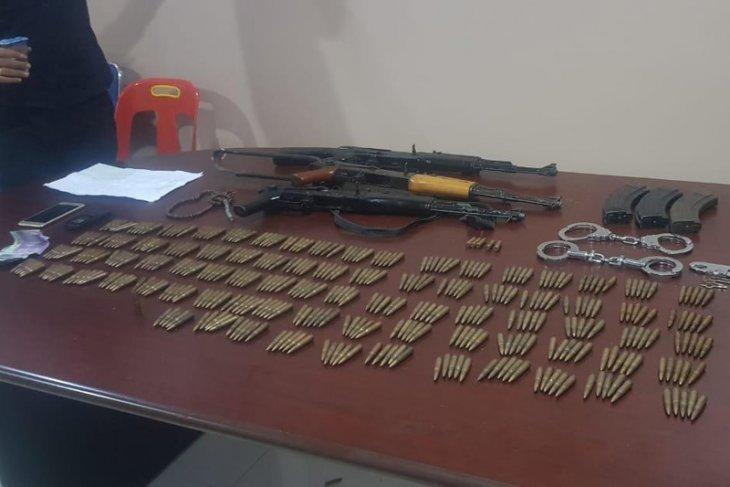 Pimpinan kriminal bersenjata tewas dalam kontak tembak dengan polisi