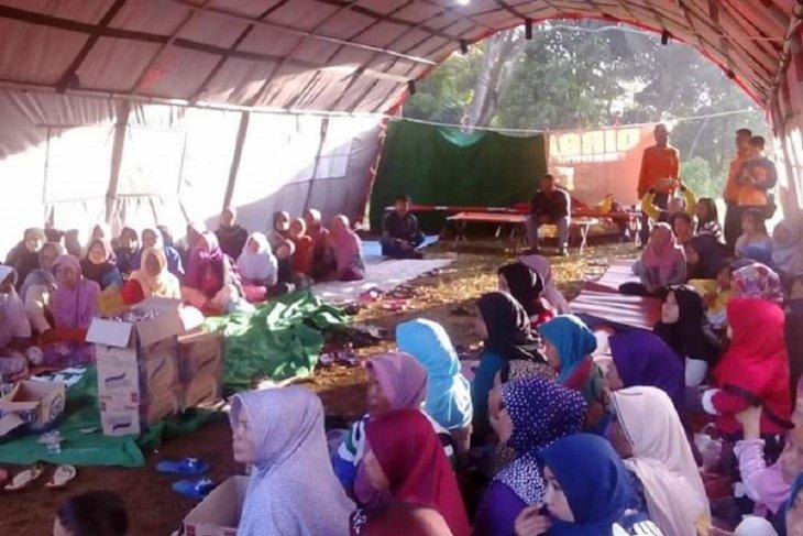 Panic-stricken Gunungbatu residents flee after land shifts