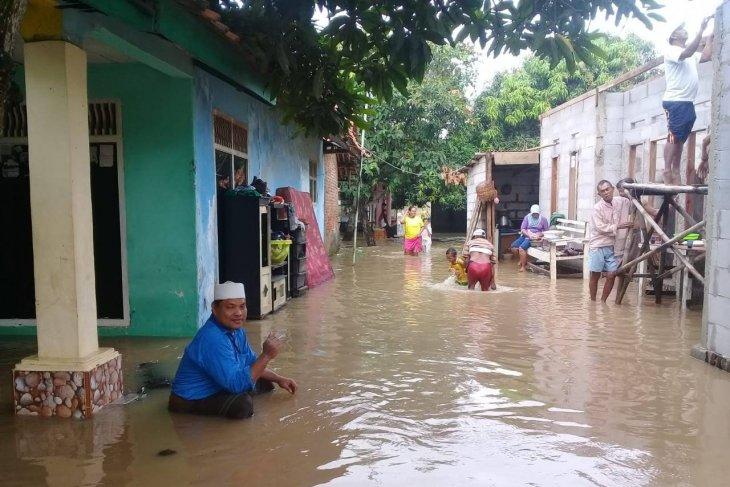 BPBD Tangerang dirikan dapur umum untuk bantu korban banjir