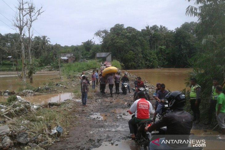 Anggota TNI/Polri diterjunkan bantu korban banjir di Kepahiang