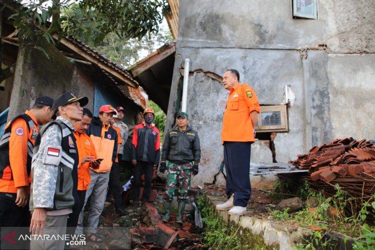 338 residents of W Java's Gunungbatu village displaced by land shift