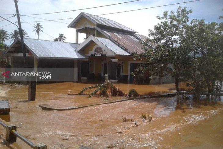 Puluhan ternak kambing mati terendam banjir di Kepahiang