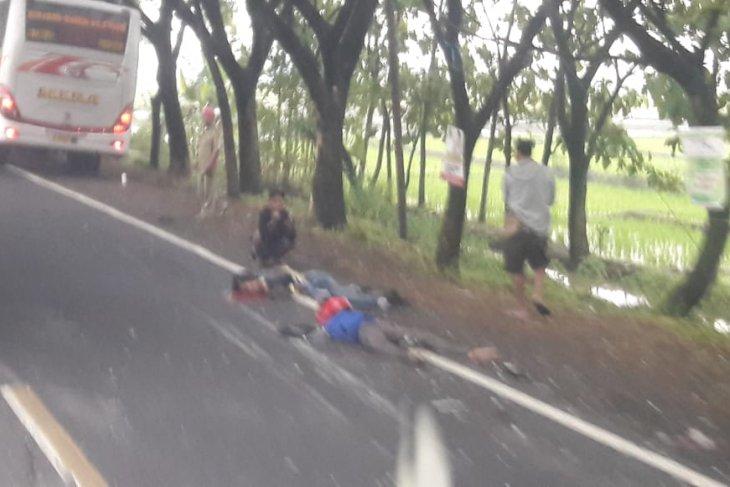 Tabrakan maut bus versus motor tewaskan dua orang