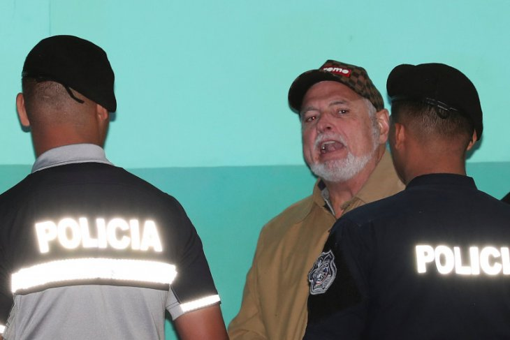 Permintaan otoritas AS, pesawat mantan presiden Panama ditahan