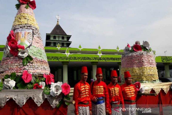 Tradisi Gerebek di Malang serbu dua kuintal getuk