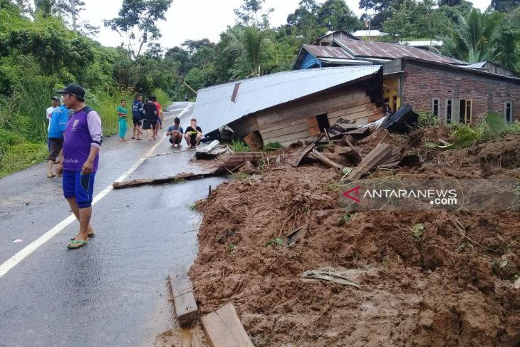 Bengkulu flooding, landslides claim 29 lives