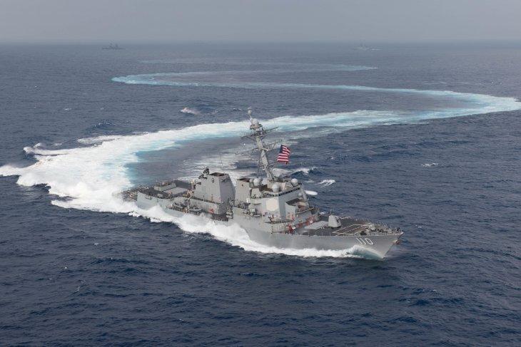 Kapal perang Angkatan Laut AS melintasi Selat Taiwan