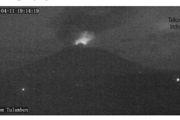 Gunung Agung meletus dengan kolom abu 1.000 meter