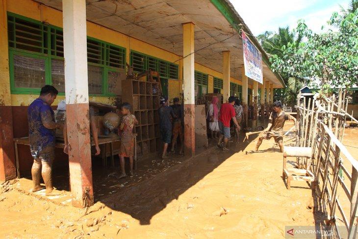 IPC serahkan Rp870 juta bantuan BUMN Peduli untuk korban banjir Bengkulu