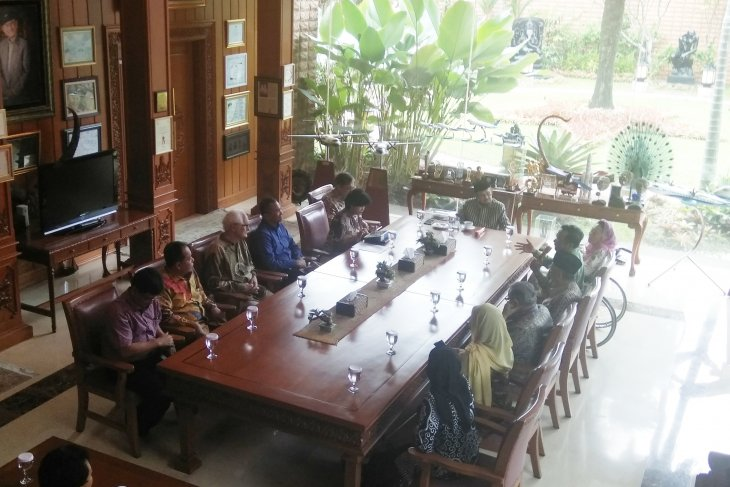 National figures discuss Indonesia's current situation with BJ Habibie