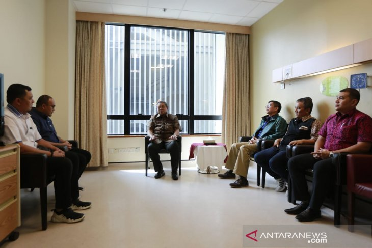 Politisi Gerindra Andre Rosiade temui SBY di Singapura