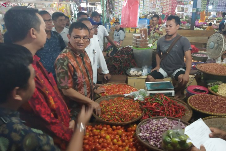 Trade ministry inspects basic commodities in Manokwari