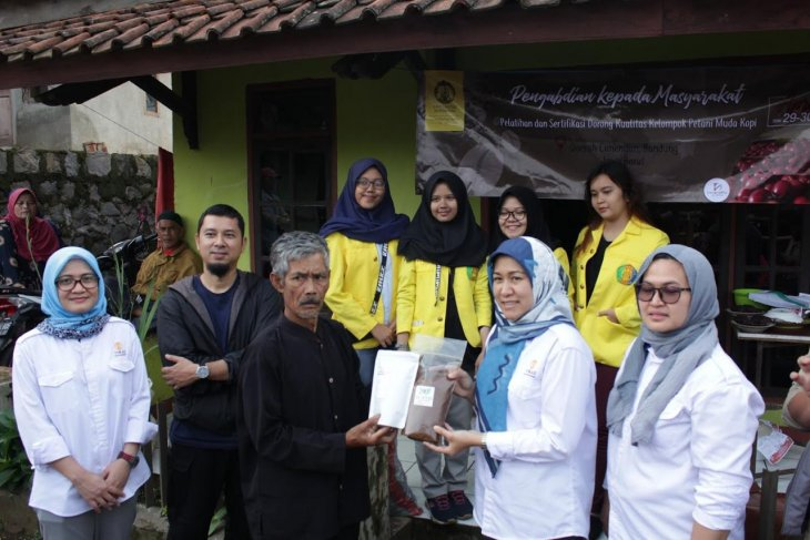 UI beri pelatihan petani muda kopi di Bandung