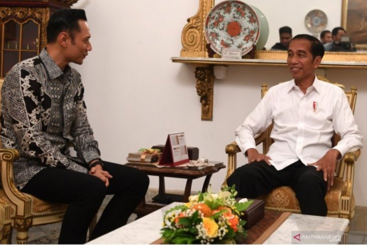 Prabowo-Sandi camp claims AHY does not notify Jokowi meeting