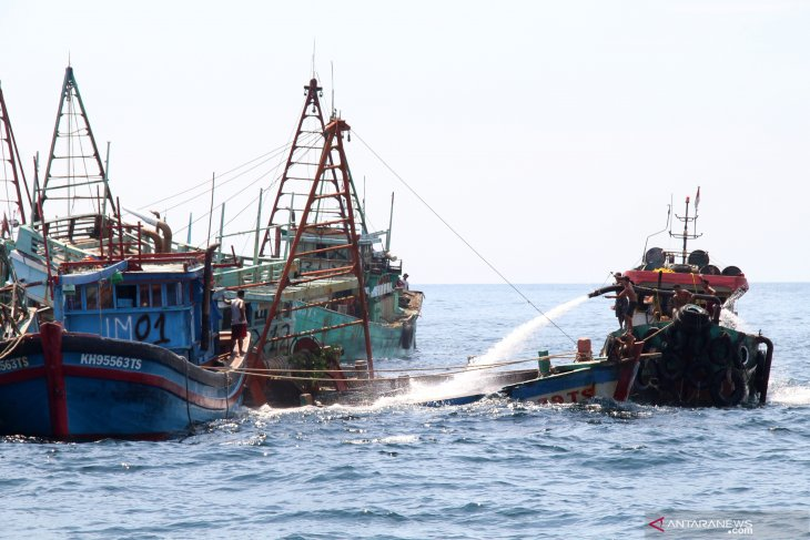 13 kapal nelayan asing ditenggelamkan di perairan Kalbar