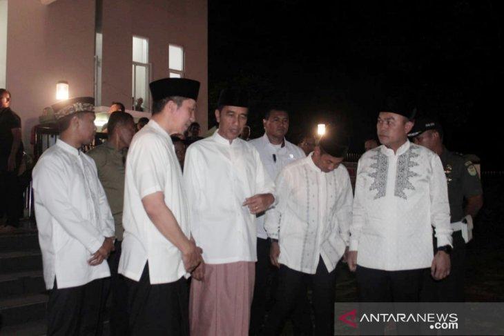 Jokowi shalat tarawih perdana di Bogor