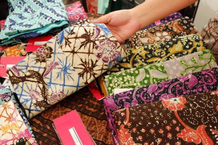 Indonesian batik becomes increasingly popular worldwide