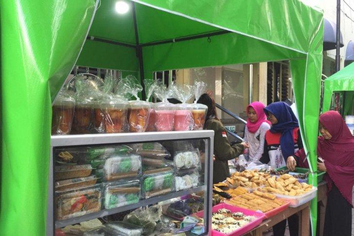 Dinkes Bangka Barat periksa takjil di bazar Ramadhan