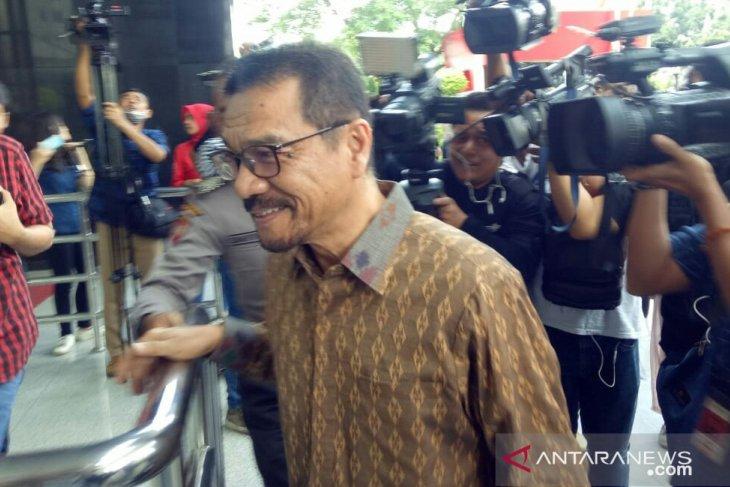 Former home minister faces KPK interrogation over e-ID graft case