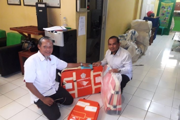 Kotabaru distributes 177 suitcases for hajj candidate pilgrims