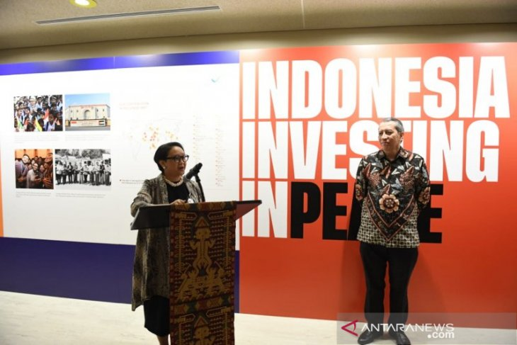 Photo exhibition held to highlight RI's contribution to world peace