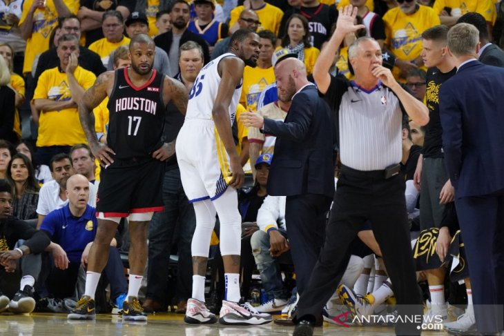 Warriors kehilangan Durant tapi menang dan ungguli Rockets 3-2