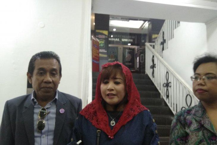 Dewi Tanjung laporkan Amien Rais dan lainnya terkait