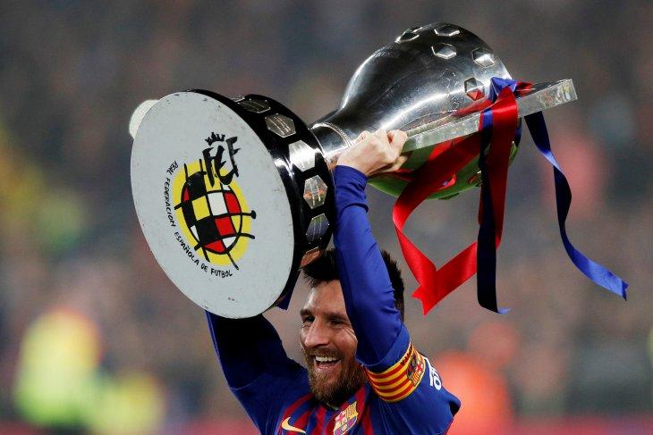 Messi raih trofi