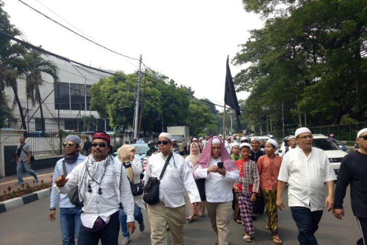 Massa dari Masjid Istiqlal mulai bertolak ke Bawaslu