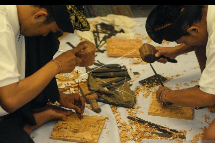 Perajin kriya kayu ukir Bali ikuti sertifikasi