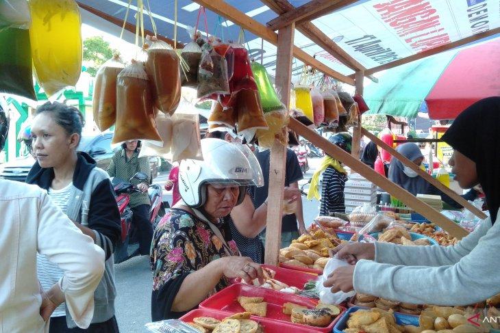 Pemkot Singkawang  uji sampel makanan Pasar Juadah