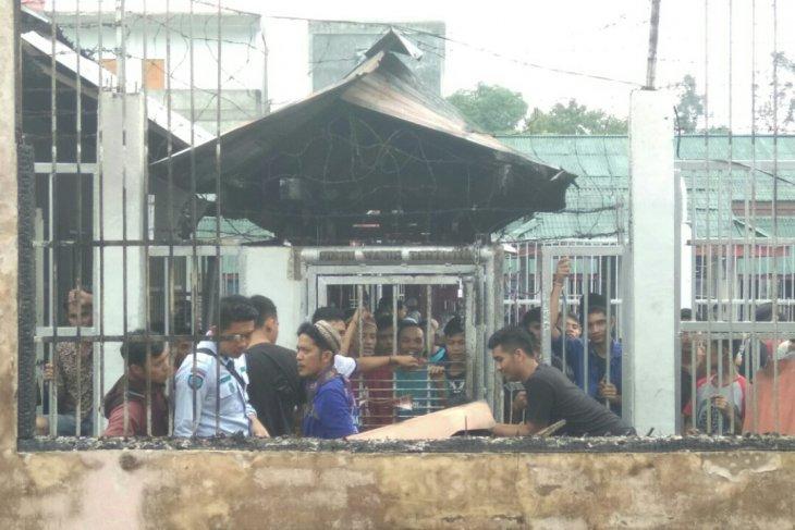 Siak prison's 34 inmates flee after ruckus