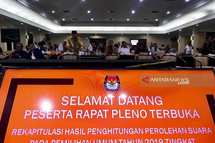 KPU Jatim bacakan pleno rekapitulasi suara pemilu 2019