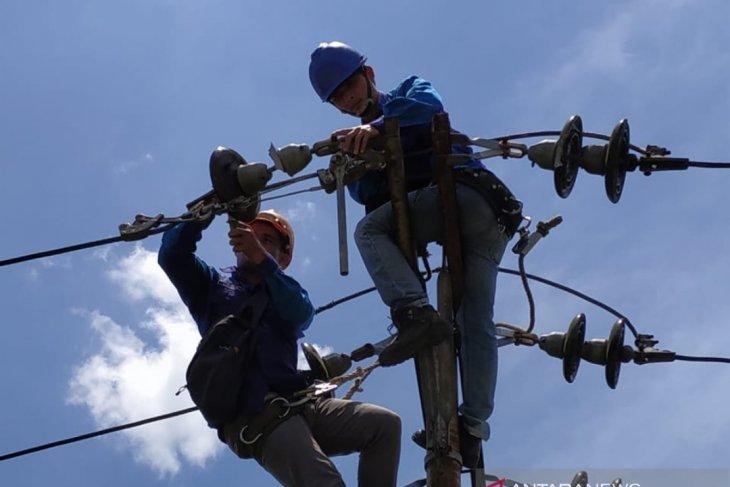 PLN aliri listrik 19 desa di Kabupaten Sintang