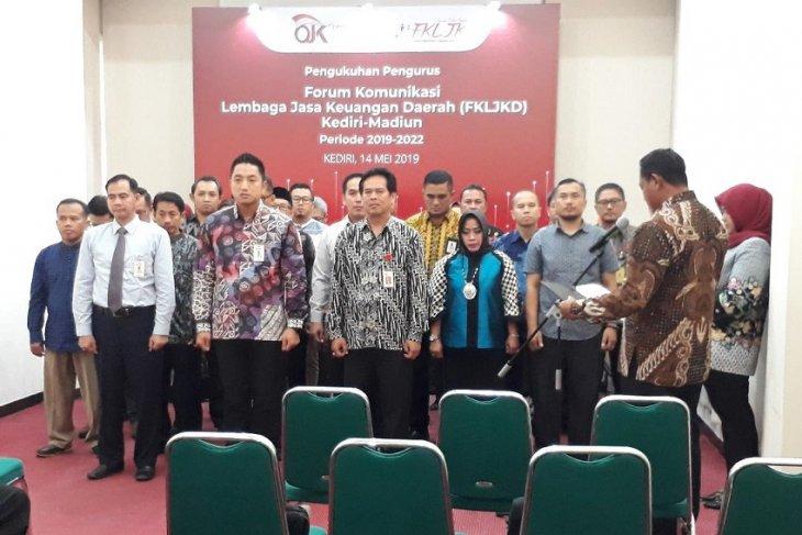OJK Kediri kukuhkan forum komunikasi lembaga jasa keuangan daerah