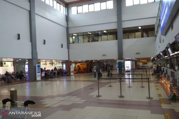 Penumpang Bandara Minangkabau berkurang 20 persen kenaikan harga  tiket