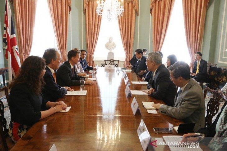 UK ministers meet ambassadors of ASEAN to move ties forward