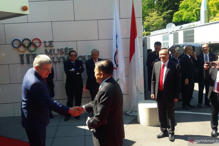 VP Kalla holds meeting with IOC chief in Switzerland