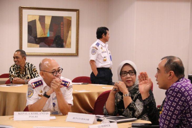 Pemkab Bogor-Tangerang sepakat ubah jadwal operasional truk tambang