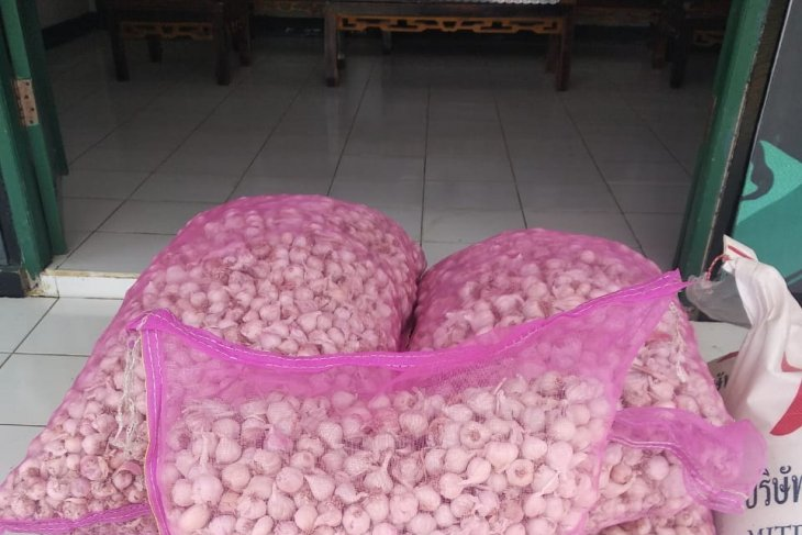 Satgas Pamtas 643/Wns gagalkan penyelundupan bawang putih-gula pasir ilegal