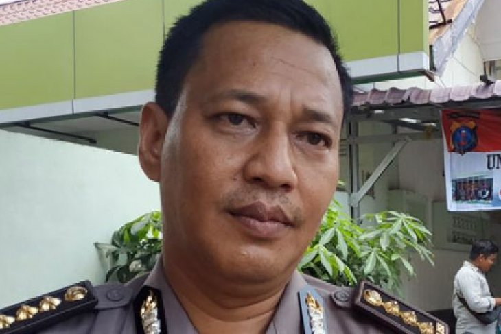 Police arrest man for allegedly posting fake video of people power