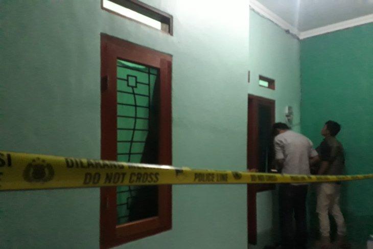 Polisi menggerebek tempat kontrakan terduga teroris di Depok
