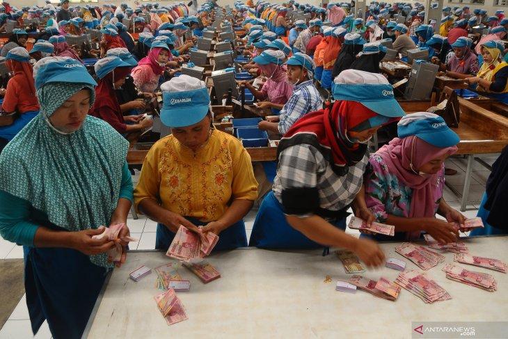 Freelance workers seek acknowledgment from factories