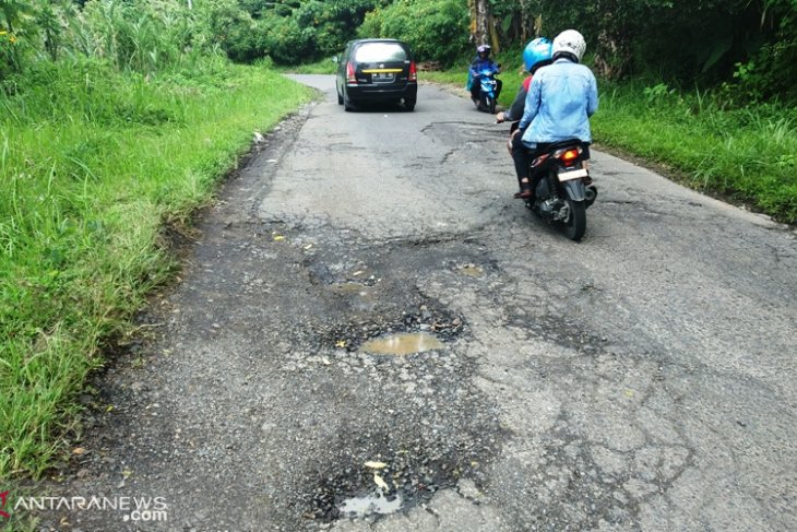 Dewan desak PUPR perbaiki jalan provinsi yang rusak
